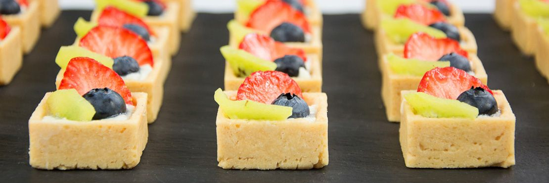 Dessert canap catering london the garden catering for Canape dessert ideas